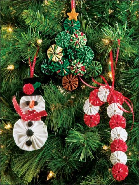 cool and fun fabric Christmas ornaments - a snowman, a Christmas tree and a candy cane cna be DIYed and will be amazing for your tree