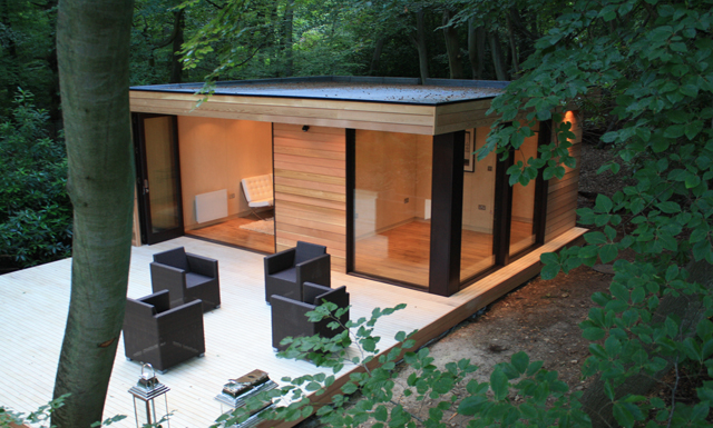 Modern eco friendly garden studio in london digsdigs for Prefabricated garden rooms