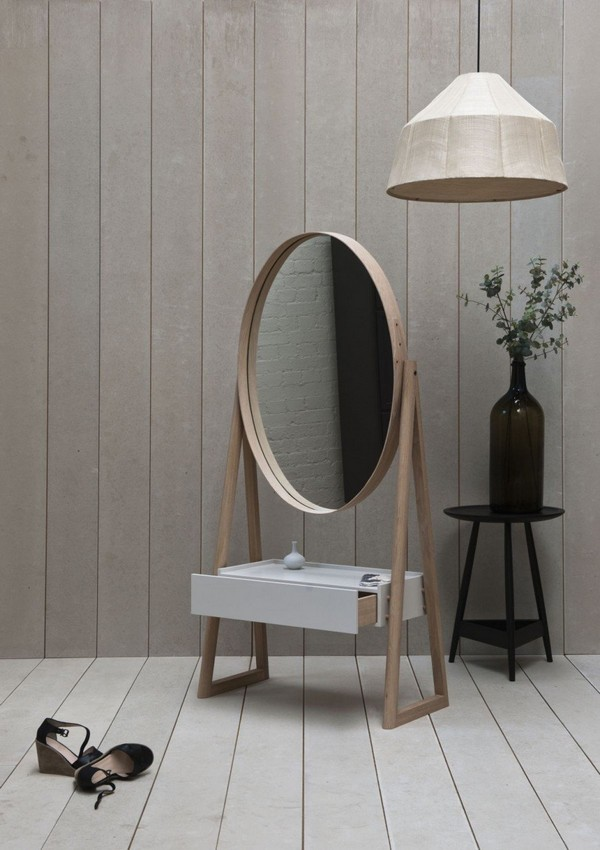 Gentle Feminine Mirror With A Drawer