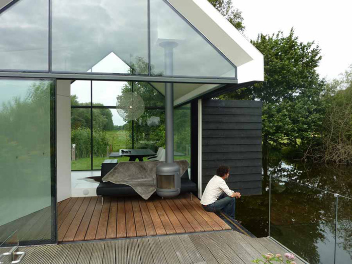 Glass And Wood Lake House For Complete Relaxation | DigsDigs