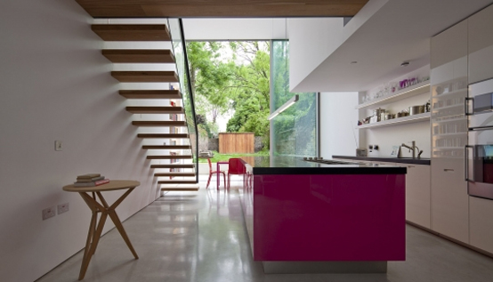 Modern glass cube extension of victorian terraced house for Whats a terraced house