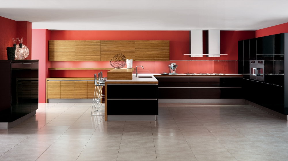 Glossy Black and White Kitchens with Wooden Elements – Oyster by Veneta Cucine