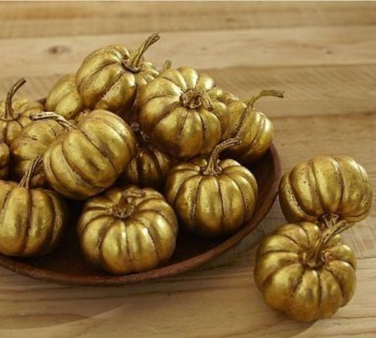 refined gilded pumpkins in a bowl will make your Thanksgiving tablescape chic, refined and will be an easy centerpiece