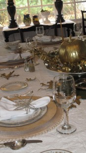 gilded leaves and pumpkins, gold chargers and plates for a chic and refined vintage-inspired Thanksgiving tablescape
