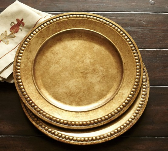 gold chargers will spruce up your Thanksgiving tablescape and make it very stylish and chic