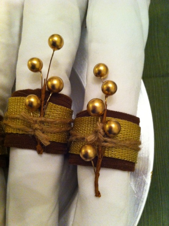 brown and gold napkin rings and gold beads to mark your napkins and make them chic and refined