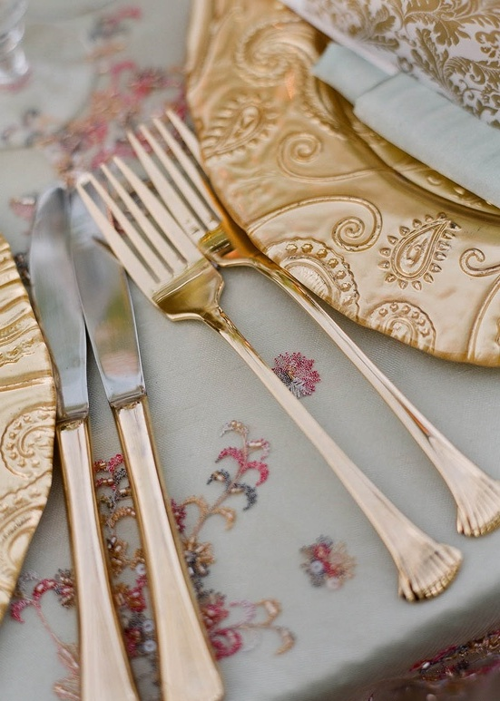 refined patterned chargers, gold cutlery and white and gold napkins will make your tablescape very chic and refined