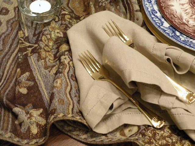 gold cutlery, neutral textiles, patterned plates for a vintage inspired Thanksgiving place setting