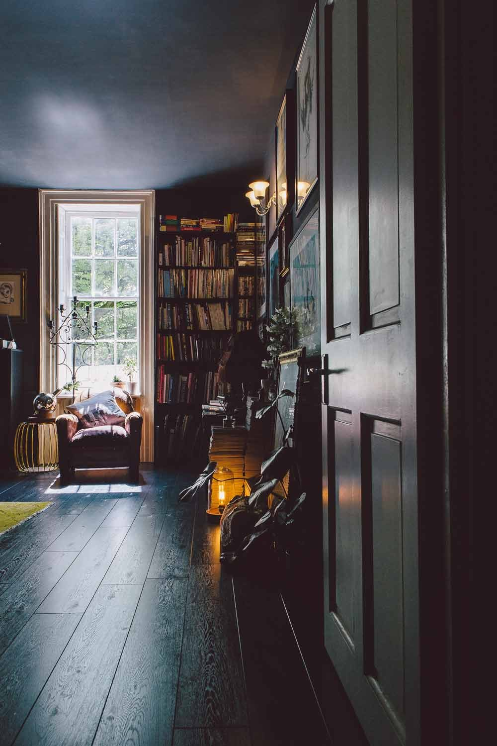 Picture Of gorgeous home full of artwork and vintage finds  5