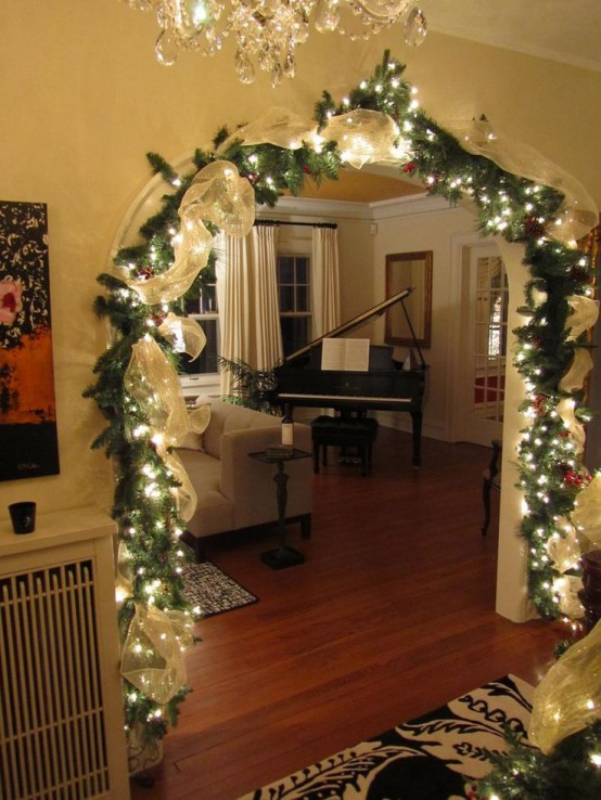 31 gorgeous indoor d cor ideas with christmas lights for Home christmas decorations uk