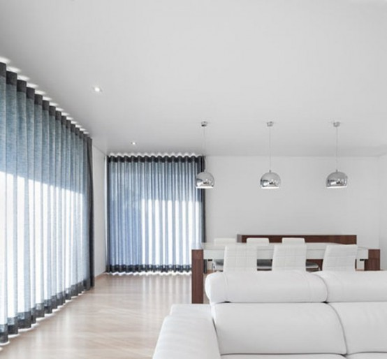 Gorgeous minimalist house with a light interior digsdigs for Minimalist house lighting
