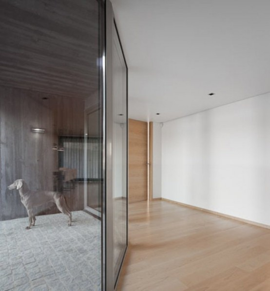 Gorgeous Minimalist House With A Light Interior