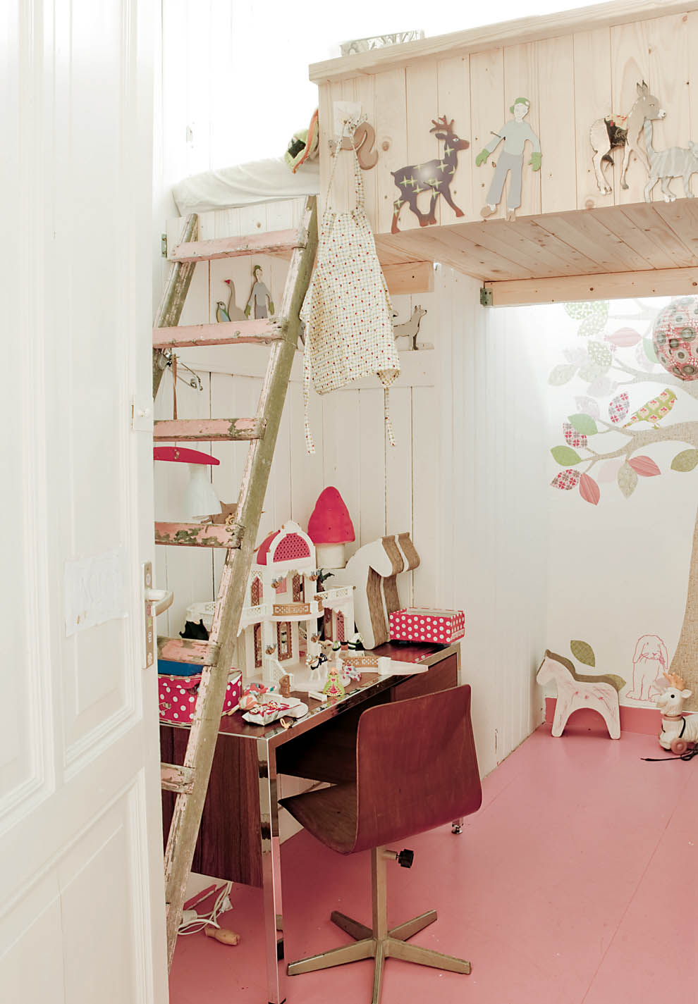 33 wonderful girls room design ideas digsdigs - Small girls bedroom decor ...