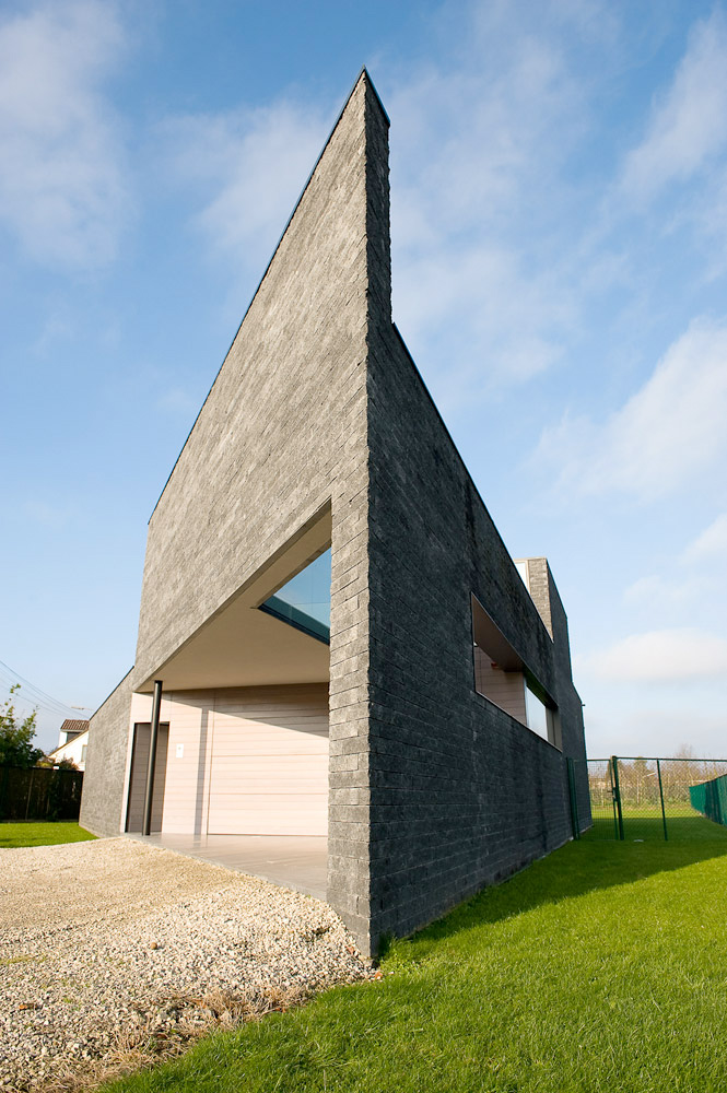 Gray Parallelogram Shaped House House Kempeneers By