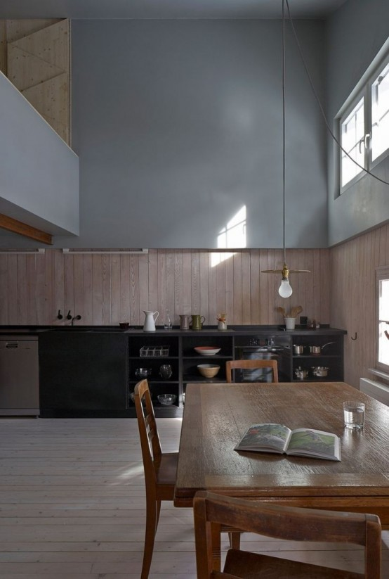 Halbhaus: 17th Century Modest Alpine Chalet Makeover