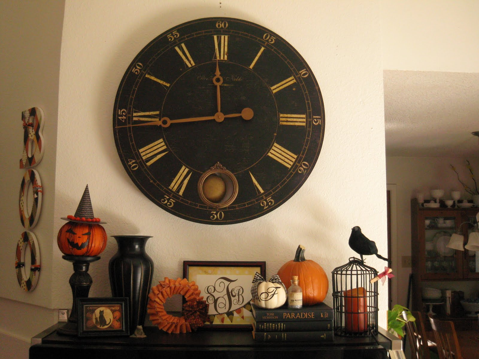 50 great halloween mantel decorating ideas digsdigs - Wall picture clock decoration ...