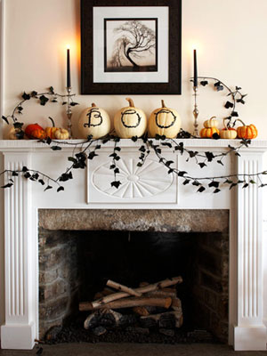 draw the letters b o o on a trio of pumpkins using a black marker you can - Halloween Mantle