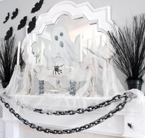 Black and white color scheme is perfect for Halloween. It's sophisticated, chic and creeeepy!
