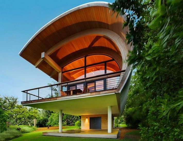 Hammock-Shaped Guest House Design