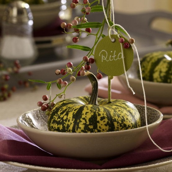 natural pumpkins with berries will mark each place setting and make it cool and natural-looking, perfect for Thanksgiving