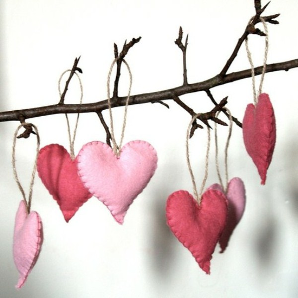 28 cool heart decorations for valentine s day digsdigs for Heart decorations for the home