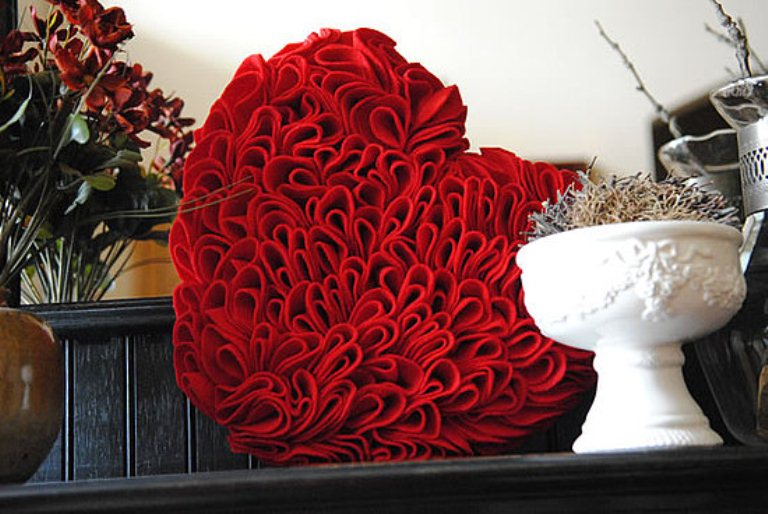 28 cool heart decorations for valentine s day digsdigs for Heart decorations home