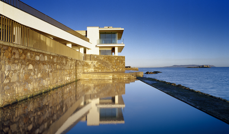 Modern House Bounded By The Sea By De Blacam And Meagher