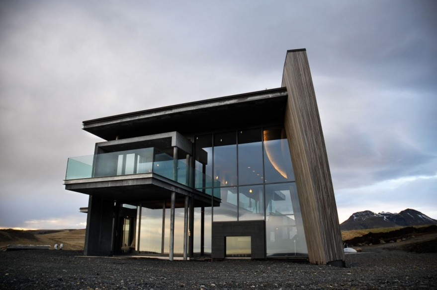 Modern House Designed to Catch All Views Around It