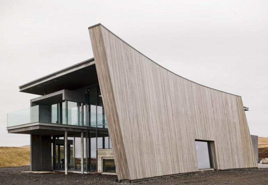 House Designed To Catch All Views Around