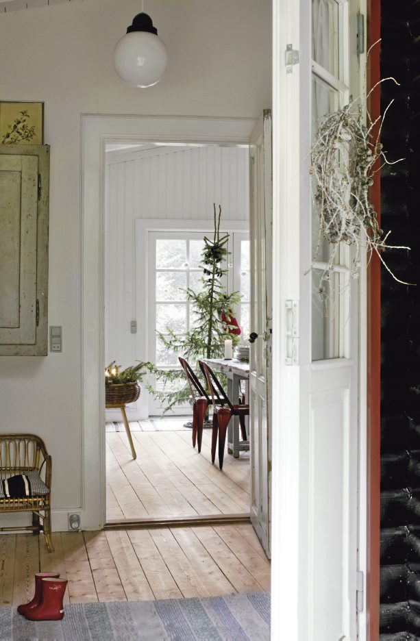 House In Scandinavian Minimalism With Vintage