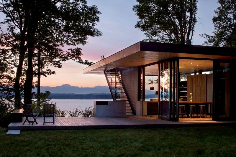 House on the lake with modern architecture digsdigs for Small glass house plans