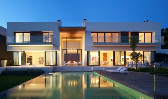 Modern House Design That Exploits The Spectacular Landscape