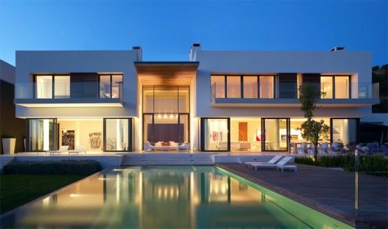 Modern House Design That Exploits The Spectacular Landscape