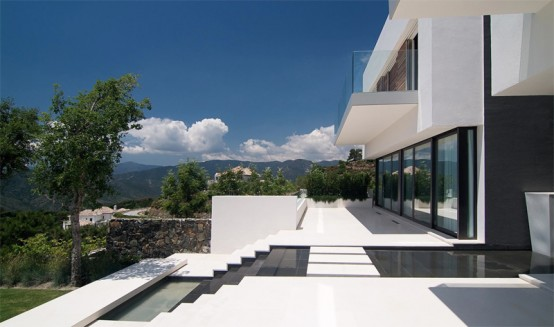 House That Exploit The Spectacular Landscape