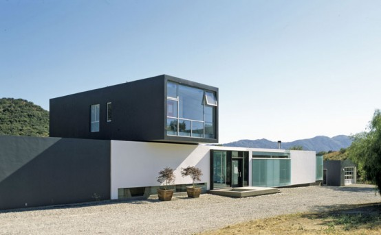 Clean House Design With a 75-foot Lap Pool – Jai House by LOHA