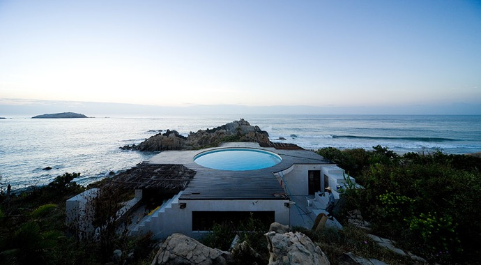 House With a Swimmingpool on The Roof and Panoramic View of The Surroundings