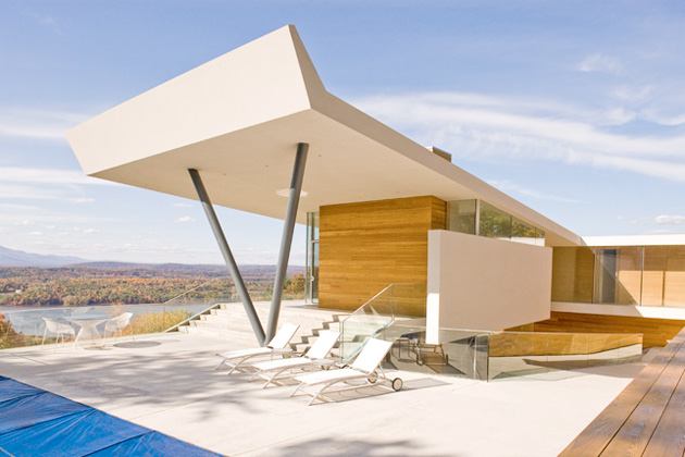 Cedar-Clad House with Breathtaking Views At The Peak of Mt. Merino