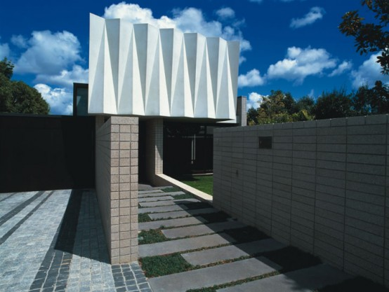 House With Sculptural Cast Concrete Facade