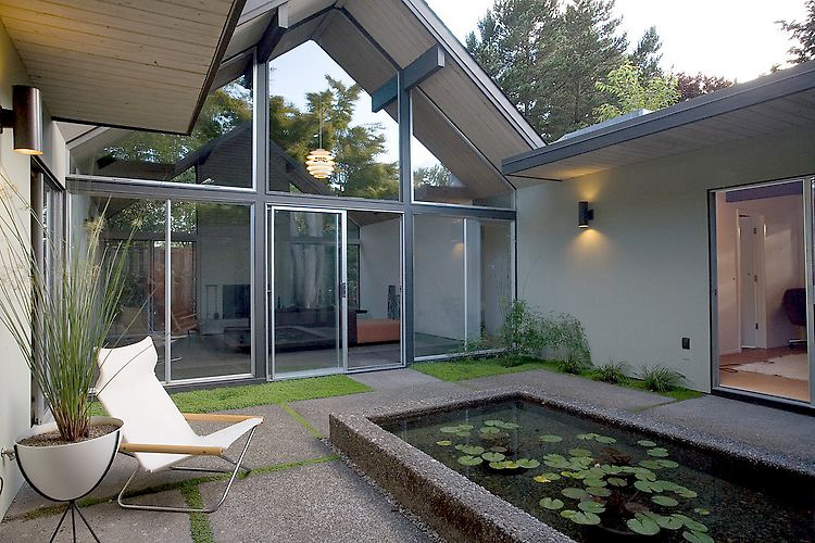 House wrapped around the open atrium with high double for Garden glass house designs