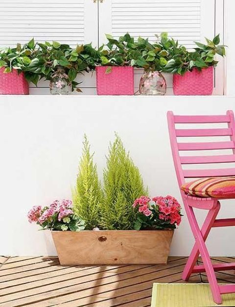 a plywood box with greenery and pink blooms is a cool summer decoration for outdoors or for a farmhouse space