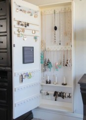 how-to-organize-your-jewelry-in-a-comfy-way-ideas-23
