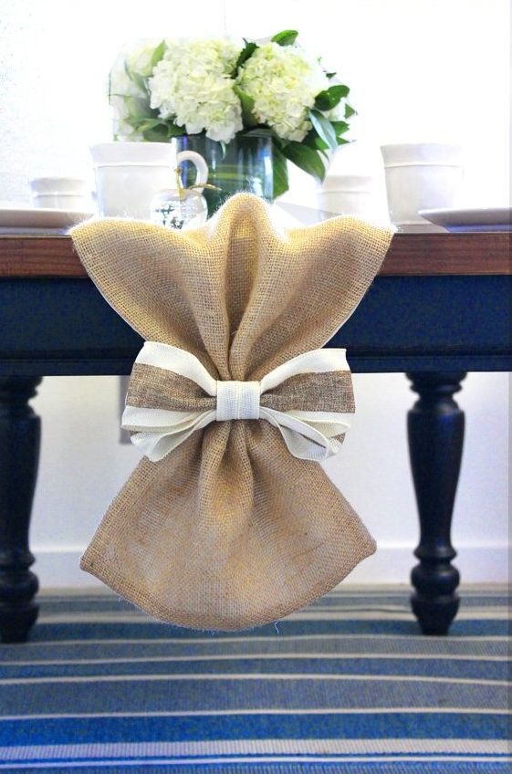How to rock burlap in home d cor 27 ideas digsdigs - Table runner decoration ideas ...