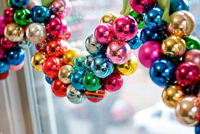 How To Use Christmas Ornaments In Home Decor Ideas