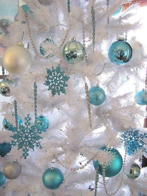 How To Use Snowflakes In Winter Decor Ideas
