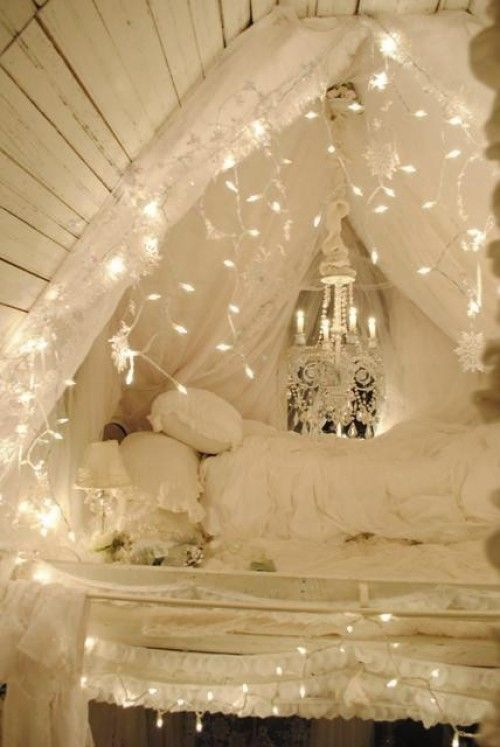 How to use string lights for your bedroom 32 ideas digsdigs for Young woman bedroom and string lights