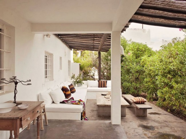 Ibiza home with vavacious textiles and shabby chic for Ideas para decorar mi jardin