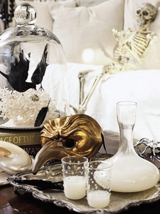 Gold and silver accents make B&W displays chic and glam.