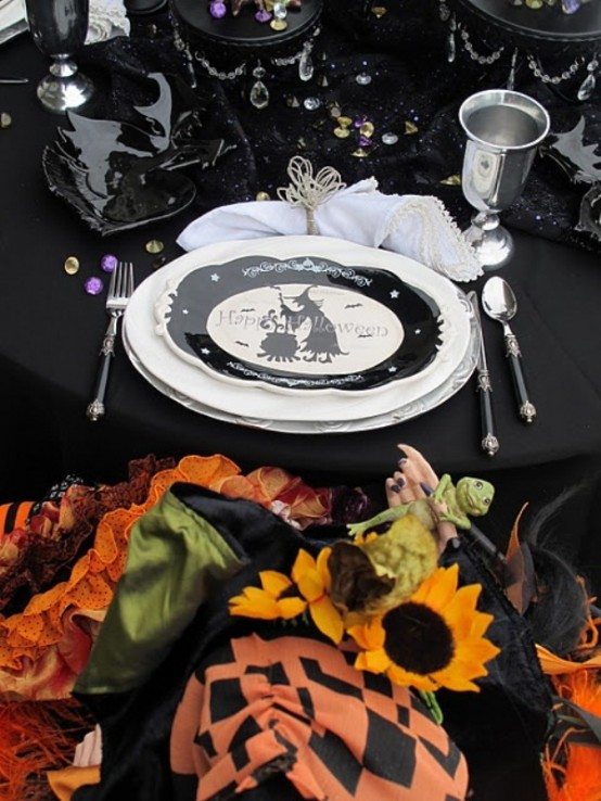 Black And White Tableware Always Looks Sophisticated Especially In A Dark Halloween  Table Setting.