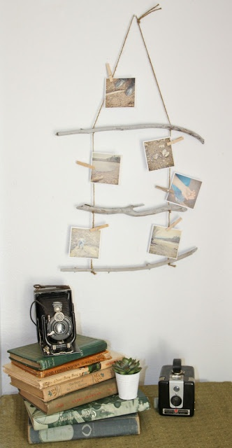 a driftwood hanger with photos will remind you of your last beach holiday