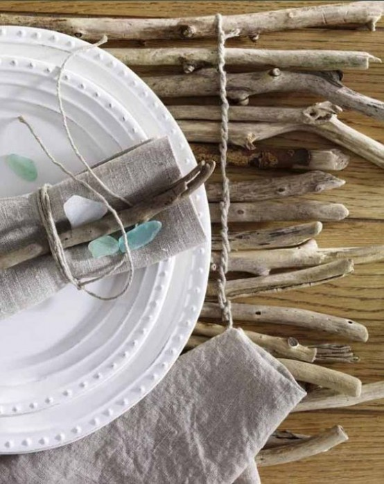a driftwood placemat is a nice decoration for a beach tablescape
